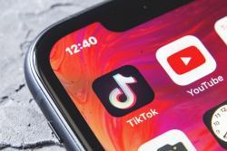 Tik Tok hay Youtube - lựa chọn nào an toàn cho năm 2020